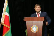 Рамзан Кадыров в День России вручил лучшим звания, ключи от квартир и новых машин