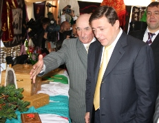 Полпред Президента РФ в СКФО А.Хлопонин посетил национальные подворья кавказских регионов