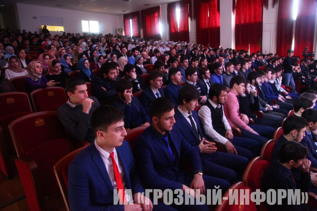 """«Простая Встреча» в рамках акции """"180318: Мы выбираем сильную страну"""" прошла в Чеченском государственном университете"""
