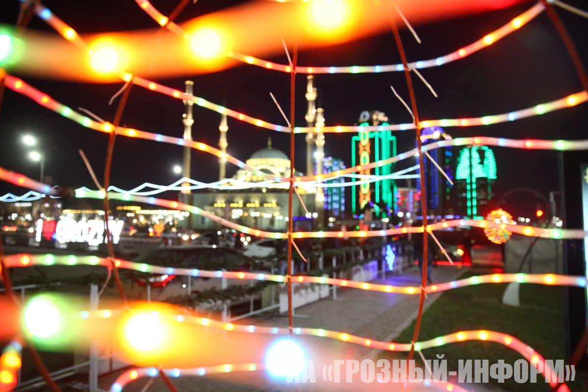 В Грозном зажглась главная новогодняя ёлка Чеченской Республики