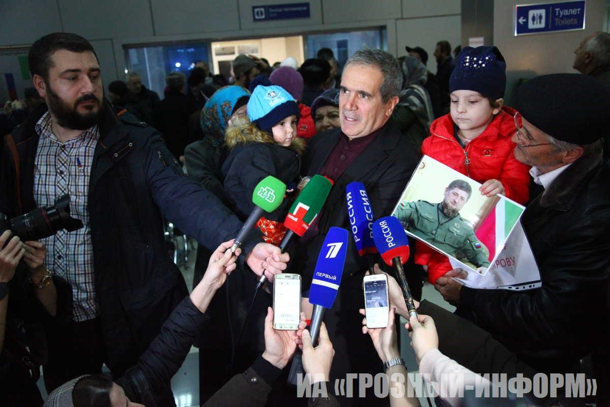 Самолет с девочкой из иракской тюрьмы Софией Зайнуковой приземлился в Грозном