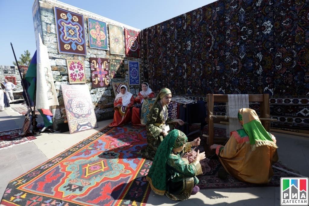 Фестиваль национальных культур и подворий народов Дагестана с участием субъектов России «Традиция» открылся в Дербенте