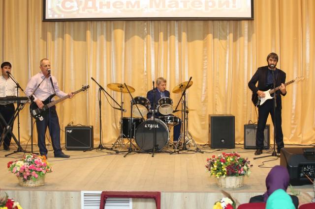 В Гудермесе прошел праздничный концерт, посвященный Дню Матери