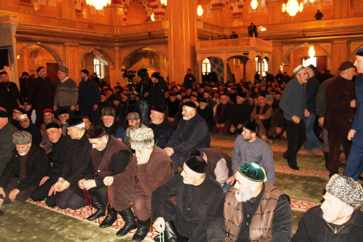 В Чечне собрались последователи кадарийского и накшбандийского тарикатов, чтобы принять резолюцию против псевдосалафитов