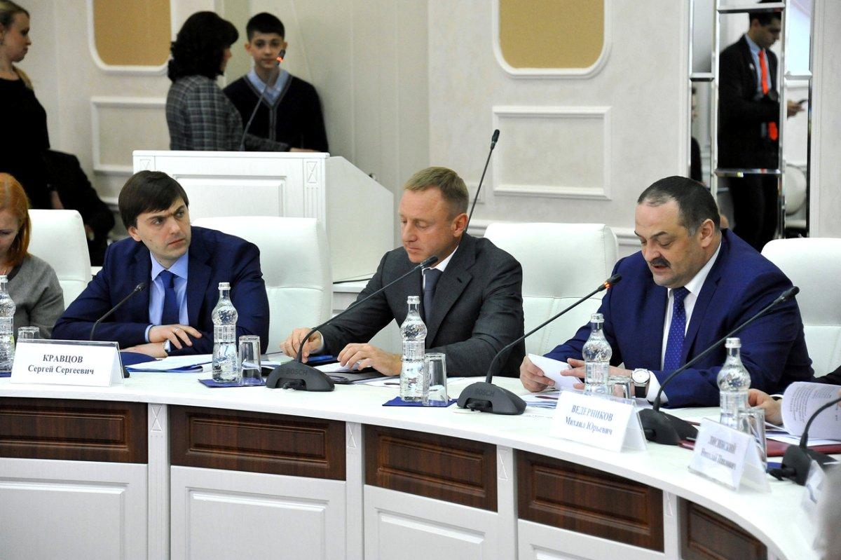 Ливанов объяснил низкие баллы за ЕГЭ у кавказских выпускников #Россия #Новости