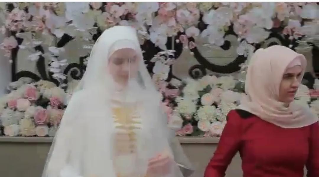 Кортеж из мерседесов на свадьбу
