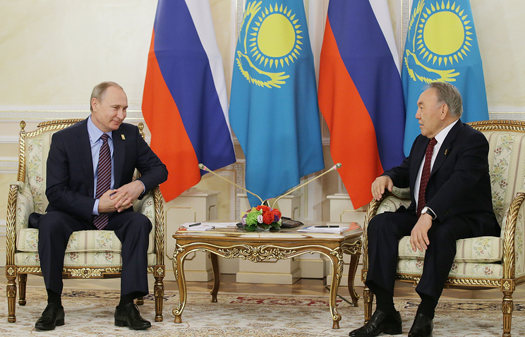 Назарбаев поведал Путину, что Порошенко готов ккомпромиссам поДонбассу