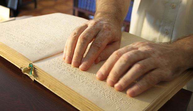 Ученые РФ в этом году модернизируют первый в мире электронный учебник для незрячих людей