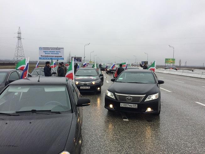 Около 500 авто собрал автопробег вЧечне вчесть годовщины принятия конституции