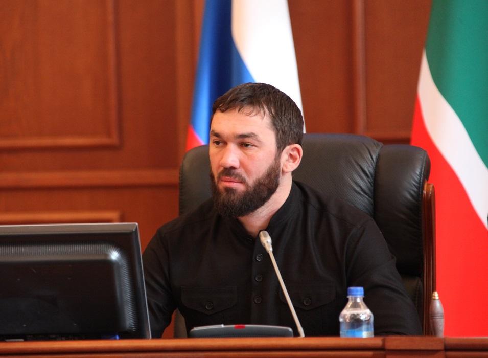 Кадыров оповестил  Путину, что публикации опреследовании геев вЧечне— провокация