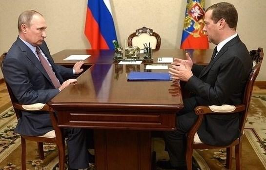 Медведев объявил озавершении спада вэкономике РФ