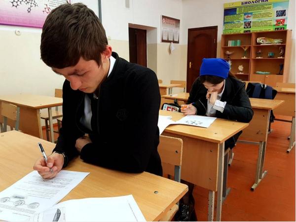 Выпускники из16 тыс. школ написали проверочные работы побиологии