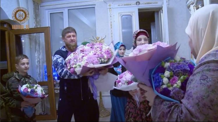 Кадыров выложил видео сбывшим боевиком ИГИЛ