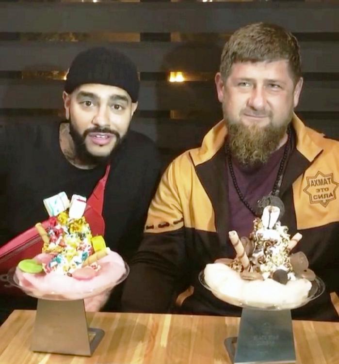 Рамзан Кадыров иТимати приготовили бургеры для граждан Грозного