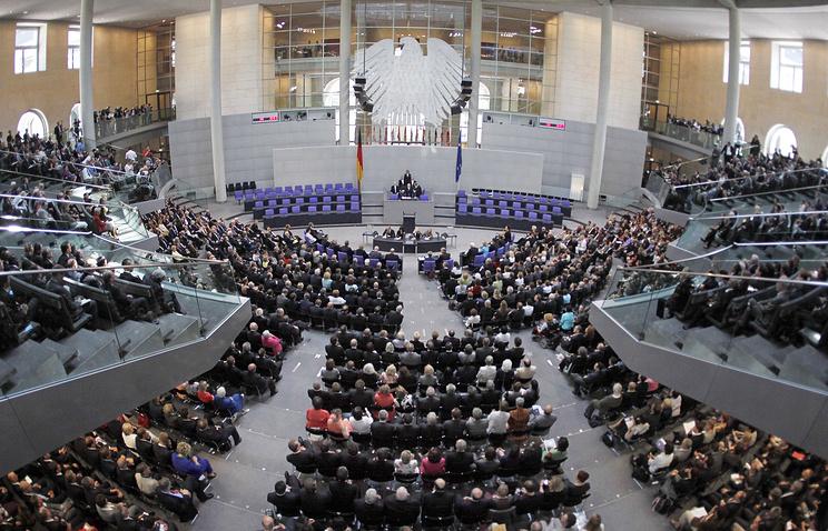 Избирком ФРГ: союз ХДС/ХСС займет 246 из 709 мест в Бундестаге
