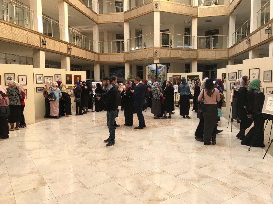 «Внимая ужасам войны»: вНацбиблиотекеЧР открылась художественная выставка