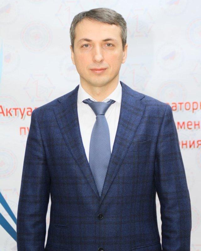 Эльхан Сулейманов успешно прошел предзащиту диссертации на   Эльхан Абдуллаевич представил учёному совету анализ своего многолетнего исследования на тему Интраоперационная флуоресцентная диагностика и
