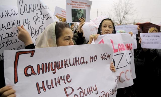 ВГрозном проходит массовая акция против Ганнушкиной, Каляпина и остальных защитников прав человека