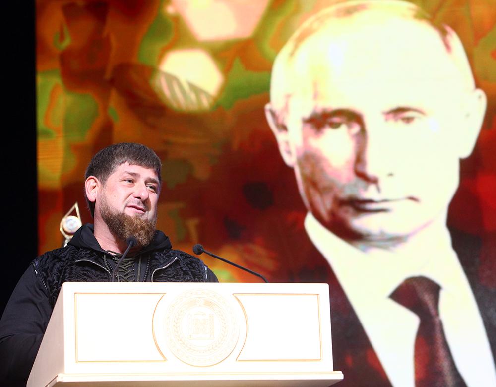 Кадыров поведал оготовности чеченцев прийти пешком, куда прикажет Путин