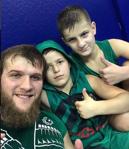Сыновья Кадырова ответили школьнику, вызвавшему ихнабой
