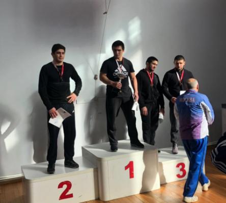 Рукман Ахметханов одержал безоговорочную победу на первенстве и чемпионате Москвы по вольной борьбе среди юниоров