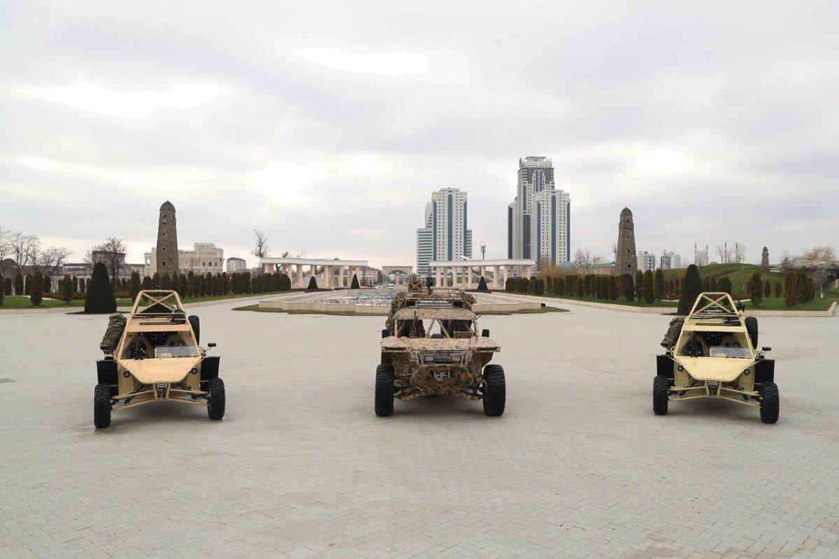 ВГрозном презентовали боевую машину спецназа «Чабoрз-6»