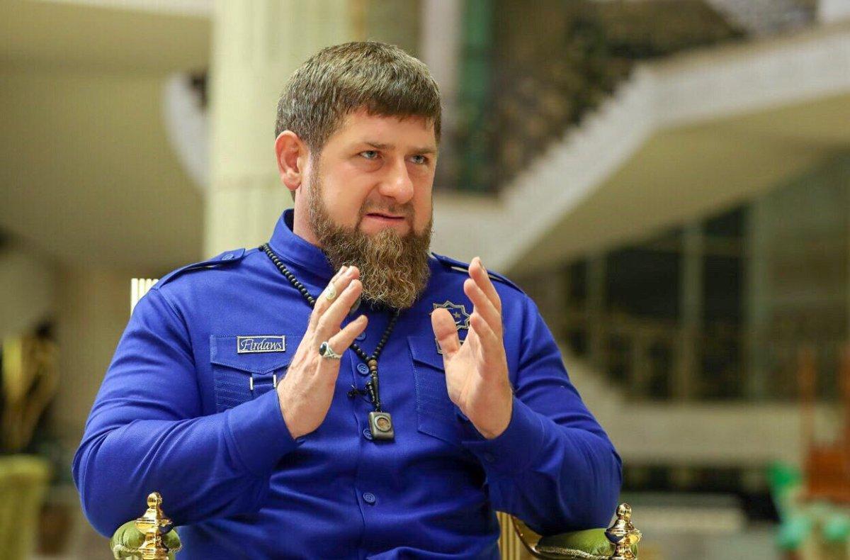 Кадыров впрямом эфире продемонстрировал встречу собъявленным врозыск бандитом