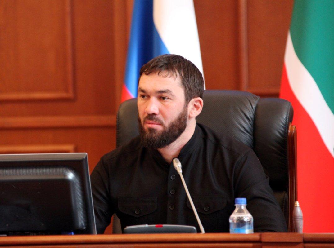 Руководитель МИД Франции строго раскритиковал позицию Кадырова понападению вПариже