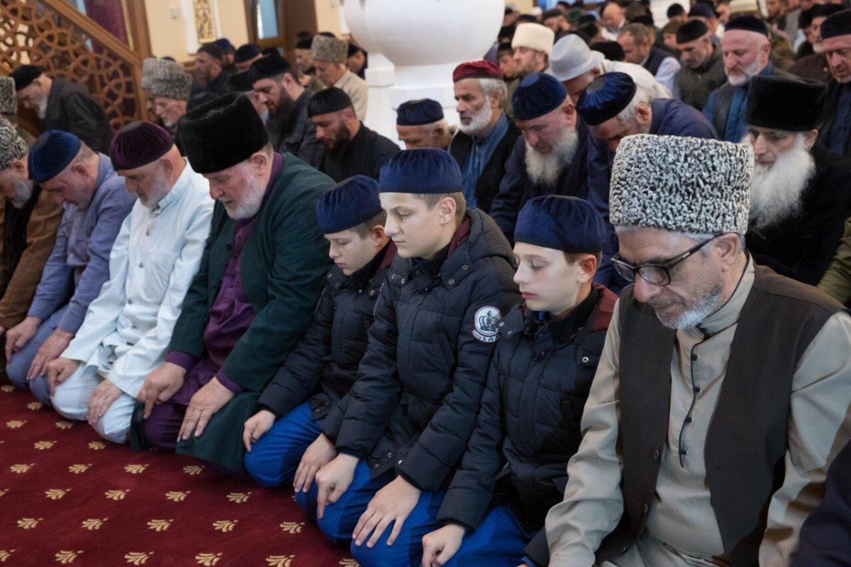 Р. Кадыров про первый намаз Магриб в новой мечети Беноя