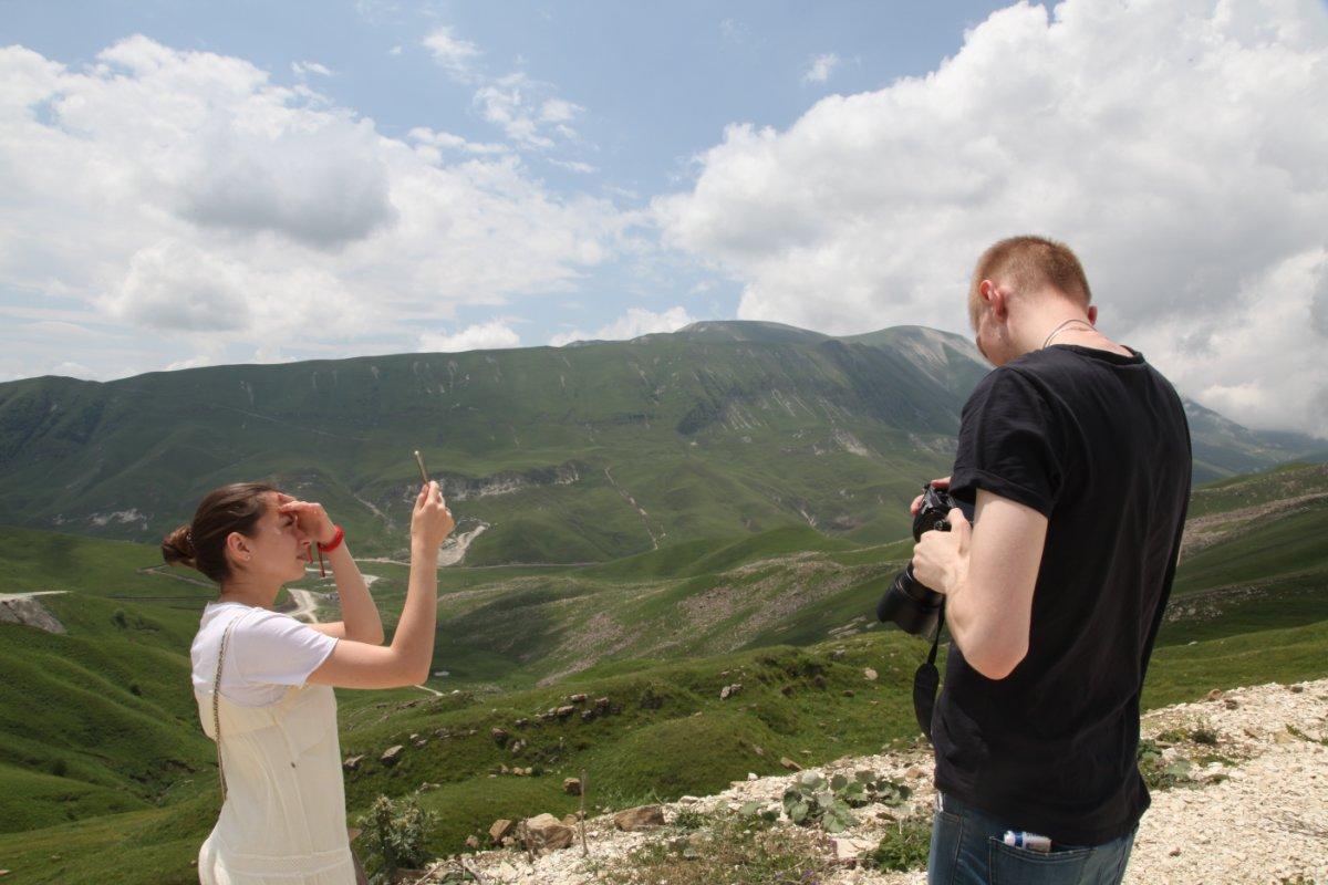Знаковые блогеры страны в восхищении от великолепных горных пейзажей Чечни
