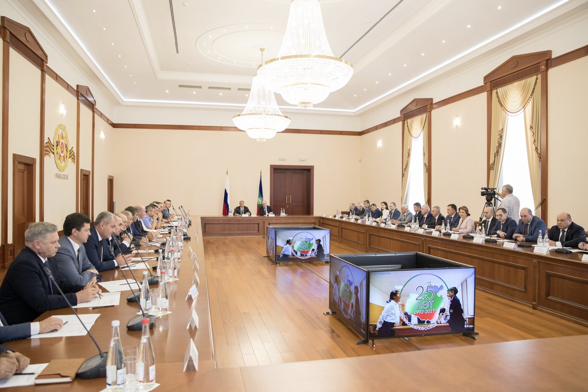 Александр Матовников оценил динамику развития якорных областей Карачаево-Черкесии